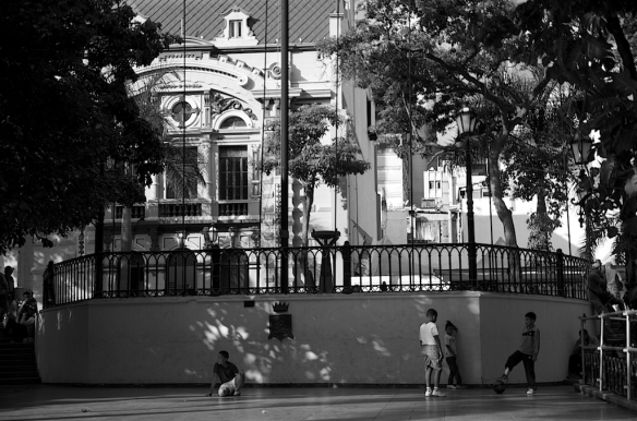 Caracas en Blanco & Negro.  Caracas in Black & White.  December 2014